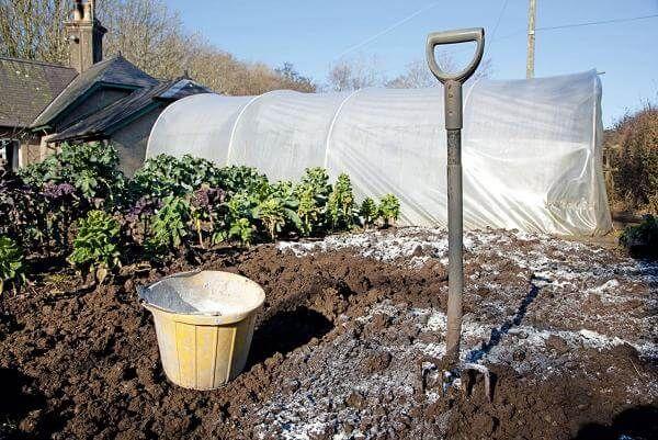 굴착 용 토양 비료